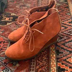 Etienne Aignee rust red wedge ankle boots, sz 8